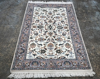 "Persian Rug Hand Knotted Medallion Design Indian Made  (Cream, Lilac, Green) 185cm x 127cm (6'0"" x 4'1"")"