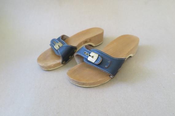 4519dab64301b7 Vintage Dr. Scholl Exercise Sandals. Original Classic Blue