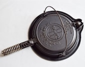 Griswold No 8 Waffle Maker With Handle Cast Iron Cookware Stove Top and Fire Pit Cookware MGr 2