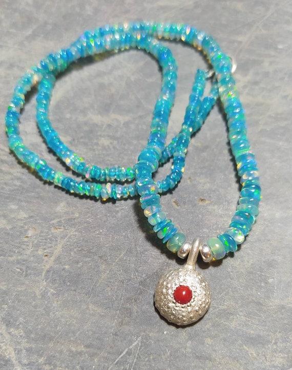Woman nenecklace/opal/Coral/silver
