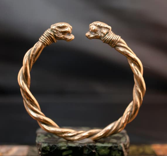 bronze bracelet // ancient design // Roman imperial period // hand made // panthers heads