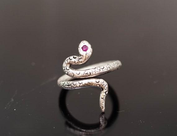 Silver ring // hand made// snake ring// ruby ring// original ring // woman ring //