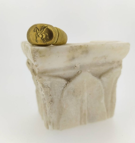 Ancient ring/Signet ring/Pegasus/last wax tecnique/Hand made jewelry/Jewelry history/Bronze ring/Hand engraved/winged horse