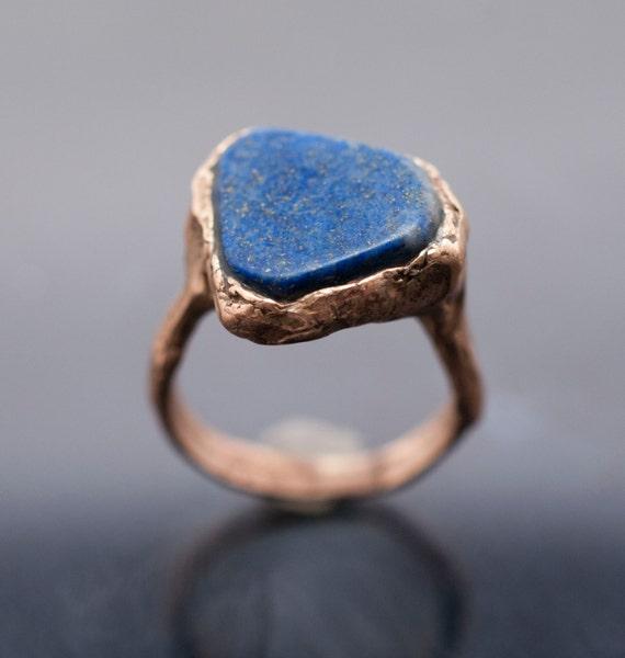 bronze ring with Roman's stone lapis lazuli