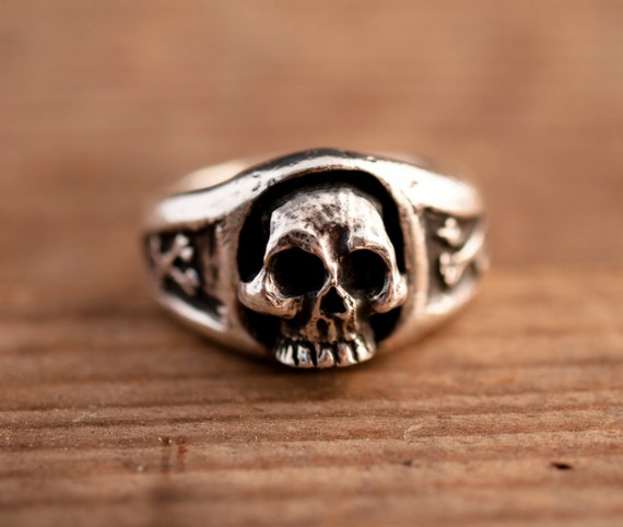 skull ring // old school // pirates // silver ring // hand made// no 3d print// free shipping