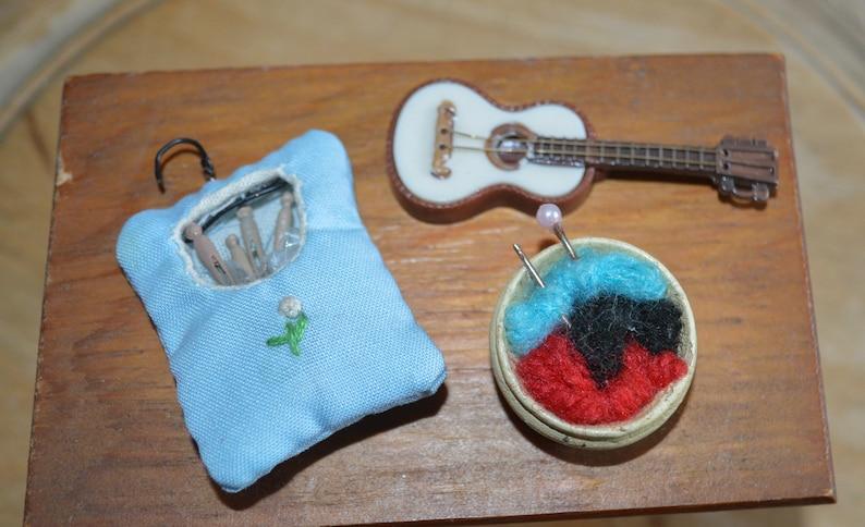 1970s New Old Stock Miniature Dollhouse Accessories Dollhouse Miniatures Vintage Dollhouse Clothes Pin Bag Guitar /& Yarn