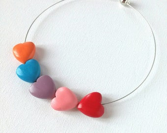 Round neck with multicolored wood hearts.