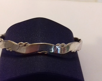 Vintage Mexican sterling silver continuous angle