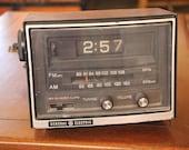 1970 39 s Vintage - General Electric Clock Radio - Model 7-4415B - Flip Turn Clock - Walnut Grain Finish - Works - Good Condition