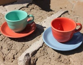 Vintage - Homer Laughlin FIESTA FIESTAWARE - 2 Cups and 2 Saucers - Persimmon , Sea Mist, Periwinkle - VG Condition