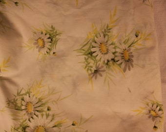 1970's Vintage Springmaid Wondercale Daisy Sheets - QUEEN - one Queen Flat, One Queen Fitted & Two St Pillow Cases - Very Good Condition