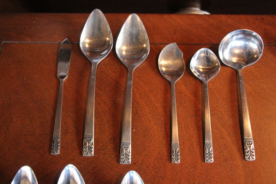 NEW Carlyle Stainless Flatware Cameo Pattern Set of 4 GRAPEFRUIT Spoons