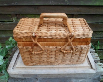 Basket woven Wicker with cover and handle, vintage knit sewing or pique nique