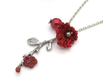 "Glittery red crochet Flower necklace - mini Christmas collection ""Frost & berries"""