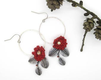 "Glittery red crochet Flower Earrings - mini Christmas collection ""Frost & berries"""