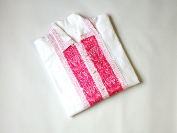 Pink embroidered cotton blouse / mexican embroider
