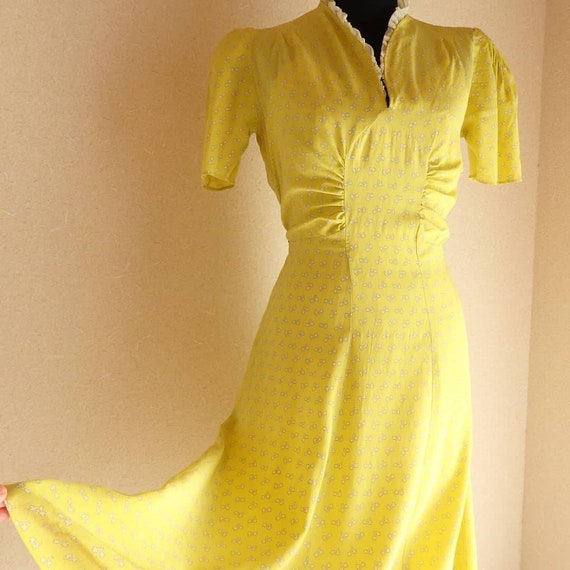 1930s 1940s 30s 40s Chartreuse Yellow floral print