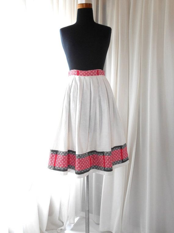 1940s 1950s  white skirt /40s  50s red black  embr