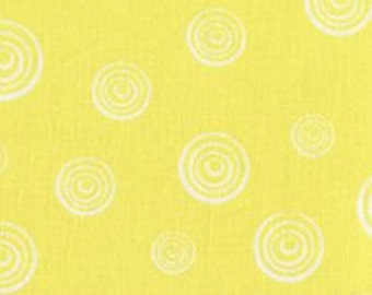 """8"""" REMNANT - White Spinning Circles on Yellow by Quilter's Showcase, Different Sized Circles within Circles"""