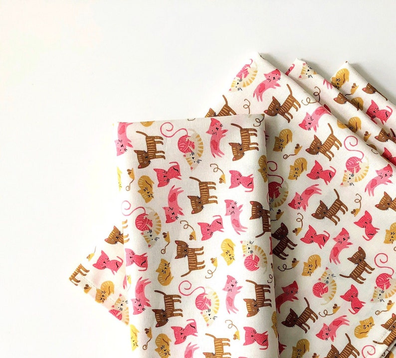 Modern Brown Pink Set of 4 Large and Small Cloth Napkins 100/% Cotton Cream Kitties Meow