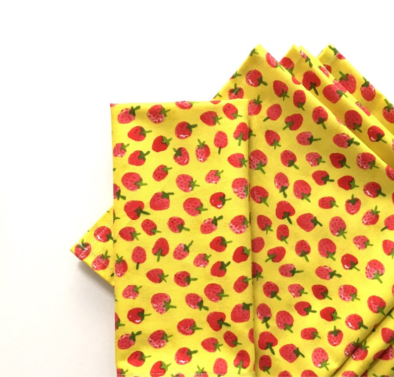 Yellow Set of 4 Pink Green 100/% Cotton Little Strawberries Red Large Cloth Napkins Modern Farmhouse