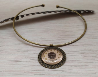 Necklace necklace and 70s watch dial pendant in resin inclusion