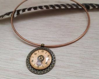 Copper brass necklace necklace and 70s metallized copper watch dial pendant in resin inclusion