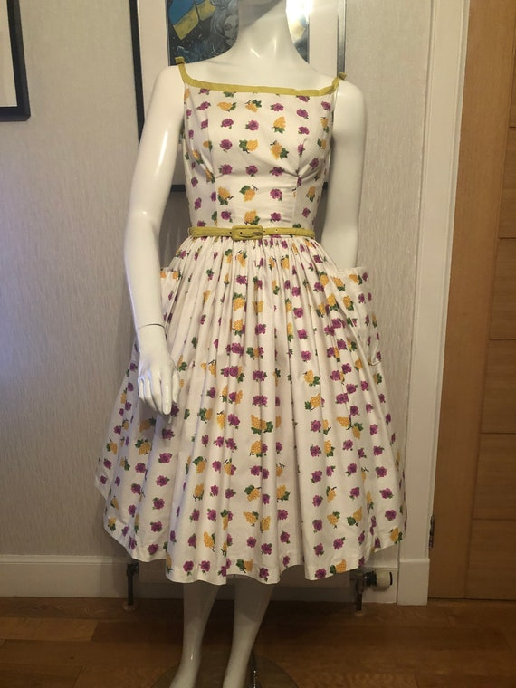 1950s floral novelty print cotton dress.