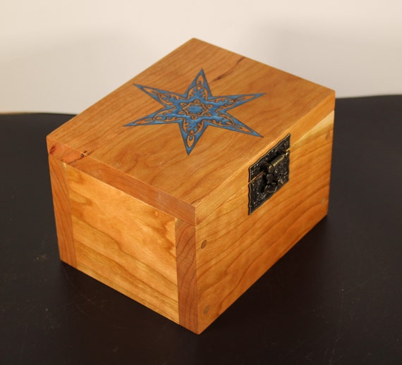 Handcrafted wooden keepsake box with inlaid lid