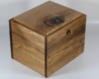 2146 Handcrafted white walnut keepsake box