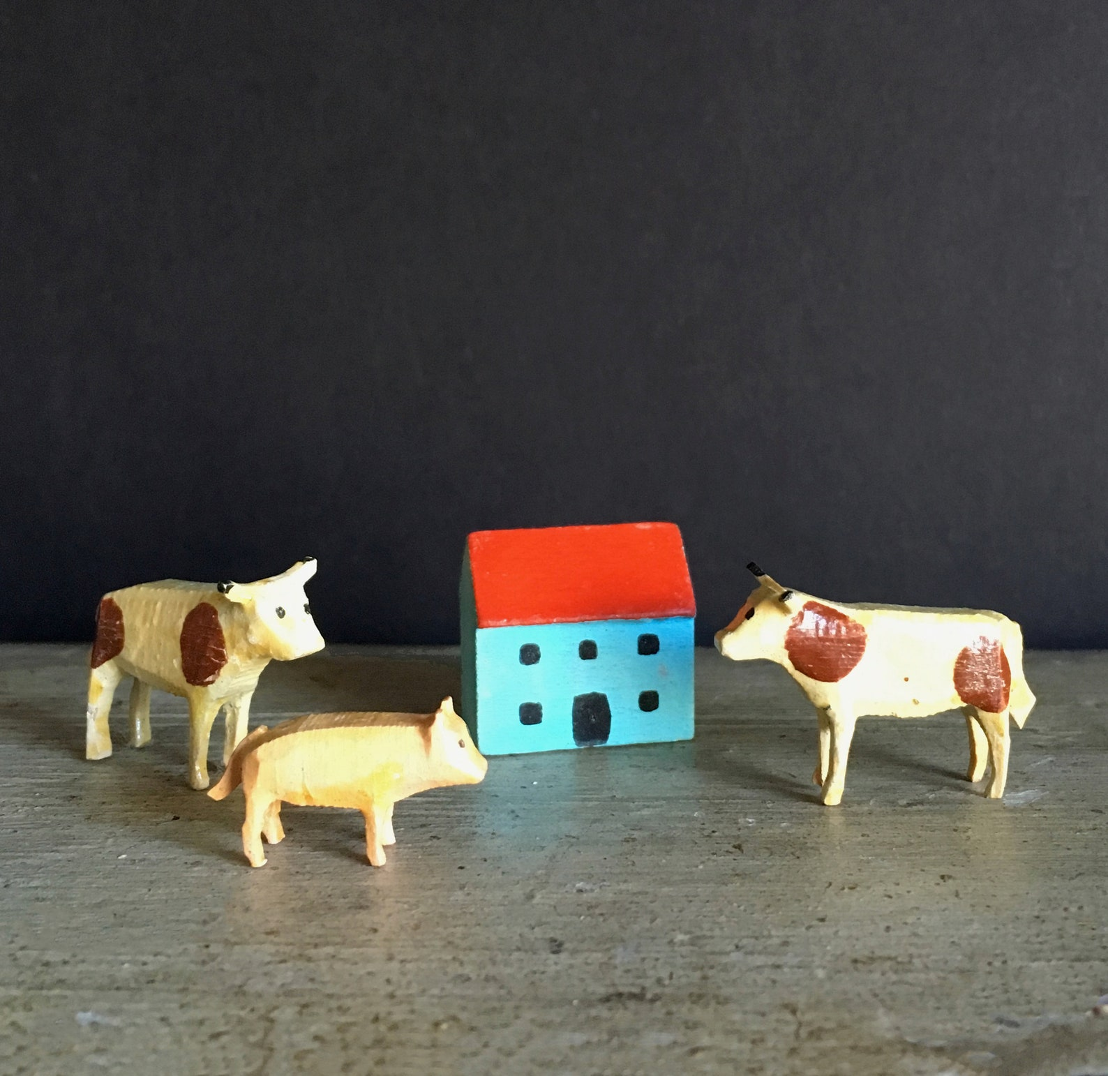 Miniature vintage Erzgebirge figurines, farm animals, wooden cows and pig, handmade German toys, Putz, folk art, holiday or dollhouse decor