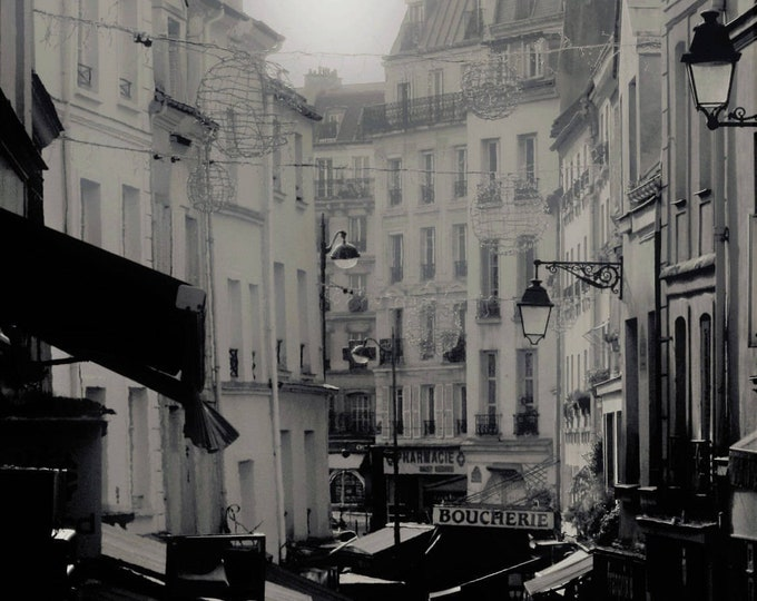 Black and white photography Rue Mouffetard en hiver