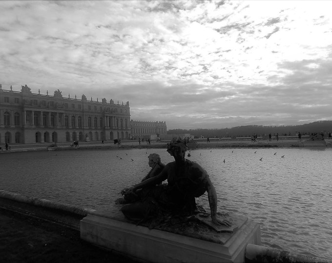 Black and white photo Murmure à Versailles  9 x 12 inches (about)