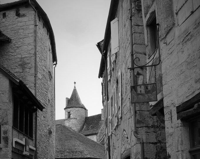 Martel ruelle, black & white photo 8 x 12 inches (about)
