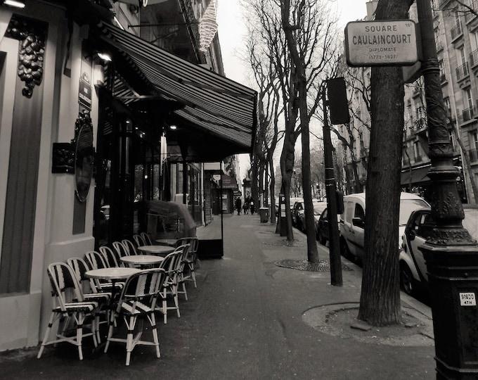 Black and white photography Un café à Montmartre 10 x 8 inches
