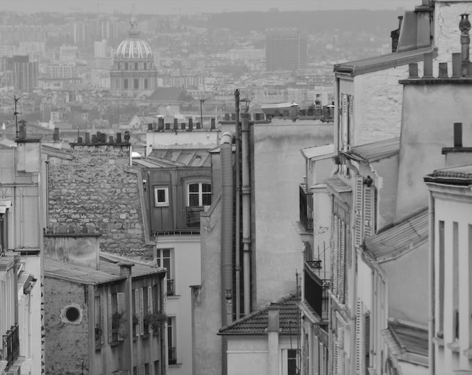 Fenêtre sur Montmartre en noir et blanc