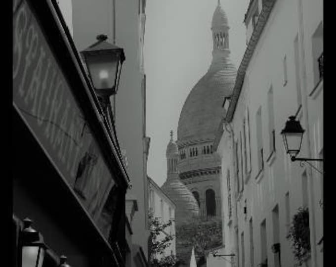 Black and white photography Intrigue à Montmartre 12 x 8 inches