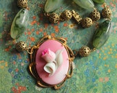 Tulip necklace, chunky, pink glass, flower, green lucite, filigree, vintage setting, vintage assemblage handmade in France chez Sylvie 089