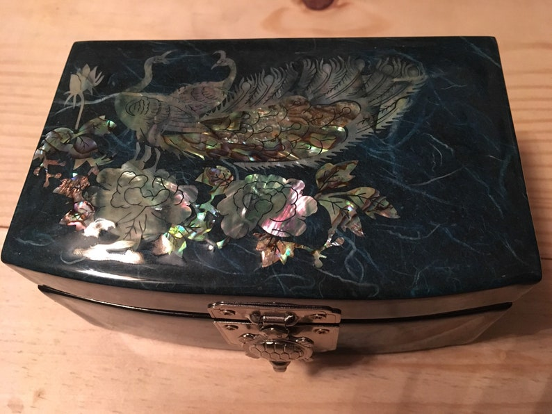 Korean Jewelry Box w Inlaid Mother of Pearl /& Silver Turtle Clasp
