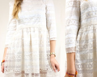 Flirty creamy dress with embroidered details / White party dress / Reclaimed vintage clothing / Size M / EU 38 40 / UK 10 12 / US 8 10