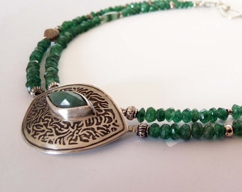 "A""Green eye""necklace.Aventurine necklace with 925 silver centerpiece.Ethnic jewelry,Statement jewelry,Beaded necklace,Etched silver pendent."