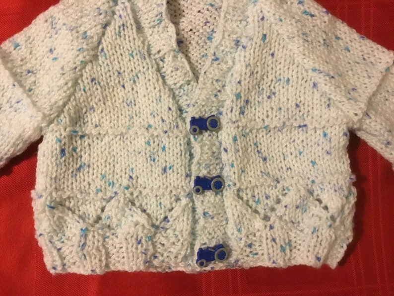 Hand Knitted Baby boys Cardigan in white and blue yarn 3-6 Months 20Chest