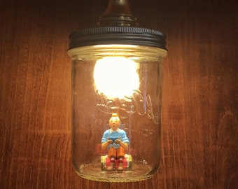Hand-seated Tintin lamp with recycled materials