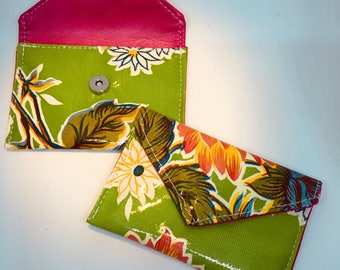 Vibrant wallet, small but mighty!