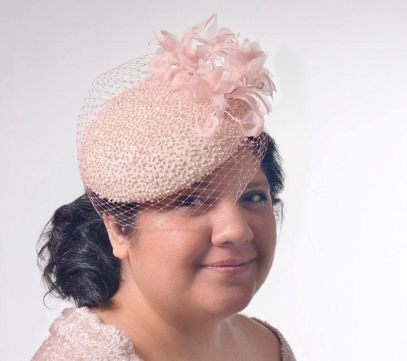 Cappello di seta in rilievo rosa fascinator cappello haute  78787d80d1a2