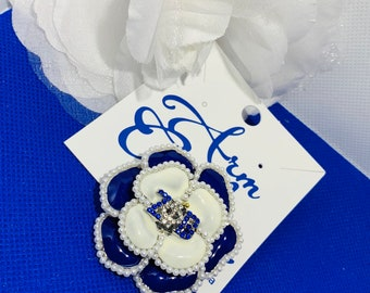 A Finer Blue and  White  Rose