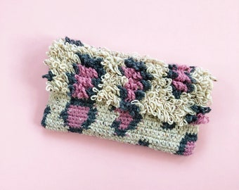 Leopard print loop stitch crochet clutch bag pattern, tapestry crochet, PDF download, detailed tutorial pictures and graph, purse