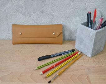 Gingerbread brown leather pencil case