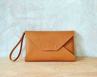 Gingerbread brown leather clutch bag