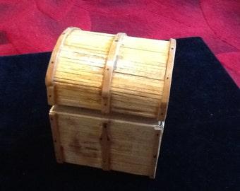 Small chest trinket box